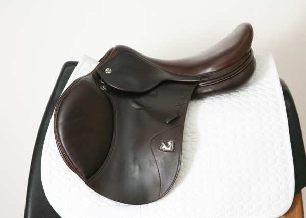 Left Side of Prestige X-Perience D 17 33 Jump Saddle SN: 01880716
