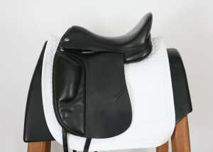 Left Side of Verhan Odyssey I Dressage Saddle 17MW 58008