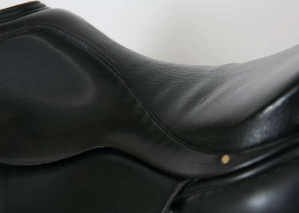 Wrinkles in Seat Leather on Albion Style Dressage Saddle 18M 20584