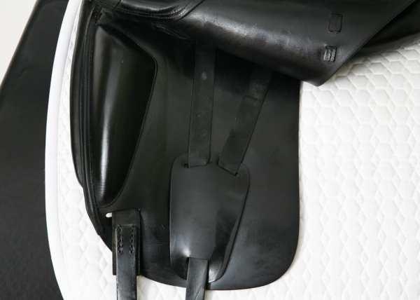 Left Flap on Amerigo Cortina Dressage Saddle 17.5MW SN: 1644127