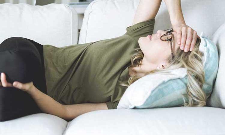 Treat hormonal headaches naturally