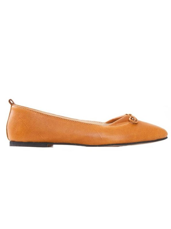 House of Cinnamon Monica Pointed Flat Tan Side