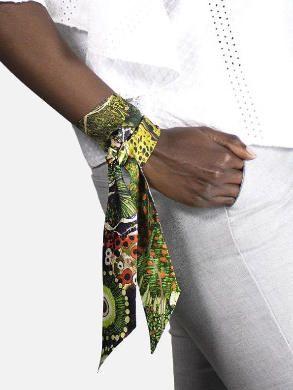 How to wear a Silk Twilly on Arm Oceanum Moss Aureum