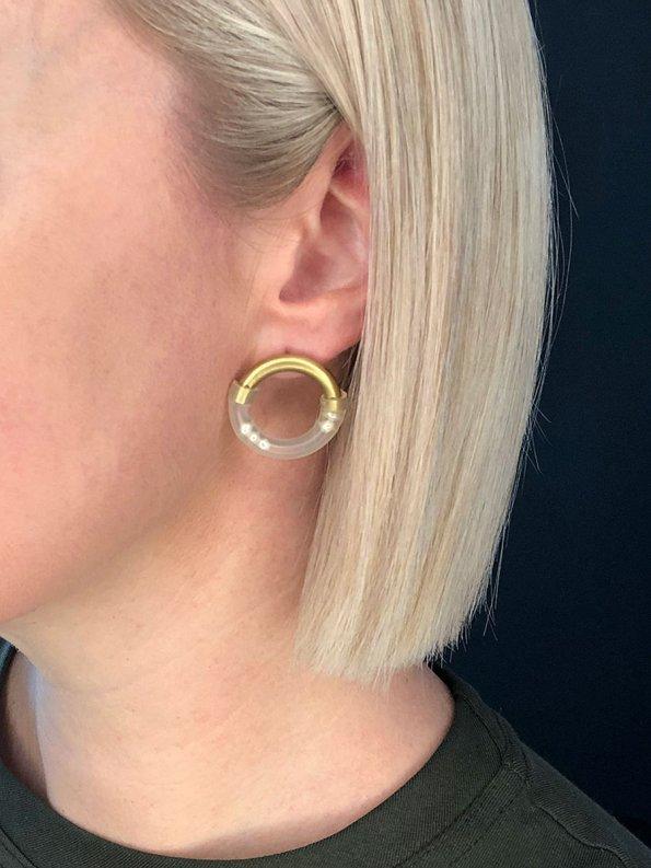 Iloni Original Pearly Earring on Model