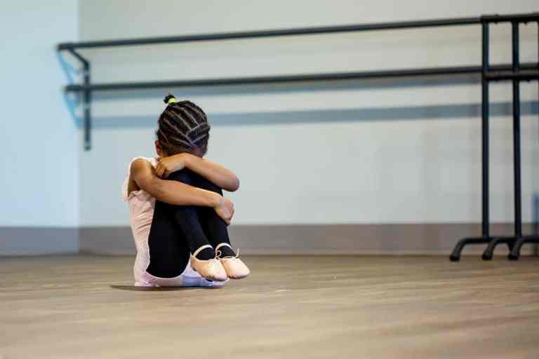 Kind Bang Angst Verstoppen Geruststelling Liefde Eenzaam Alleen