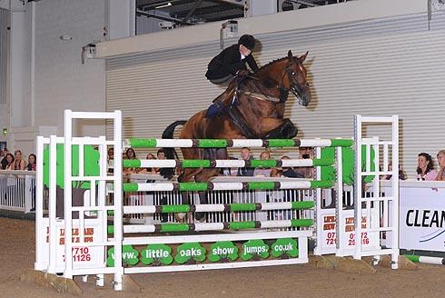 Michaela Bowling sets British Side Saddle Jumping record