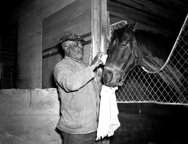Kentucky Derby moment between a horse and his handler at the 1940 Kentucky Derby