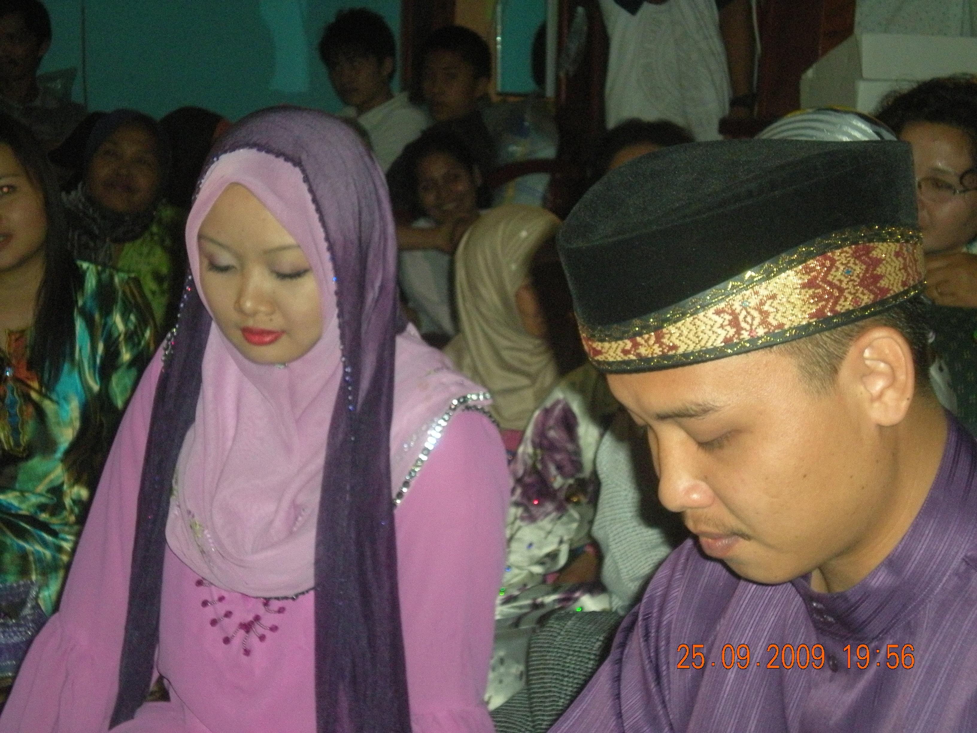Suzieyanti dan Muhd Shahfyezan kini sah sebagai suami isteri. Selamat melayari bahtera rumahtangga