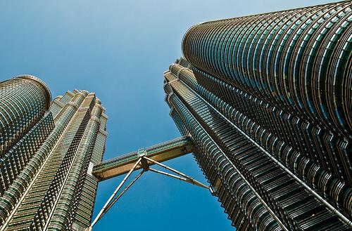 """Inilah Jejantas KLCC menghubungkan kedua """"Bangunan Jagung"""" itu. ia berada pada ketinggian tingkat 41. Gambar dipetik dari http://www.flickr.com/photos/74519410@N00/787624871"""