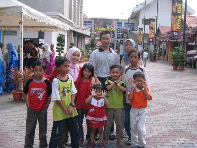 Sentuhan dan kasih sayang untuk anak-anak merangsang sikap dan minda positif mereka