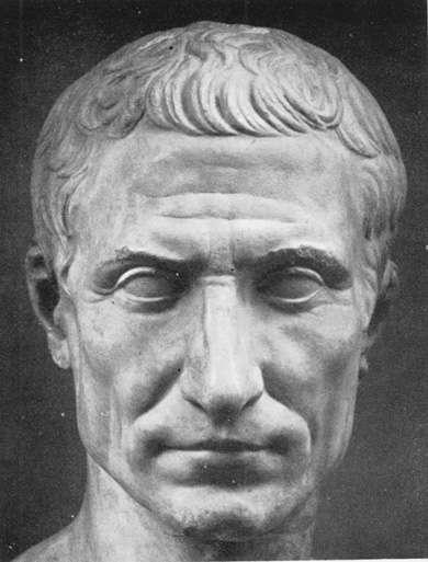 Το ημερολόγιο αυτό το επέβαλε ο ρωμαίος αυτοκράτορας Γάιος Ιούλιος Καίσαρας το 45 π. Χ., από τον οποίο πήρε το όνομα, ύστερα από μελέτες