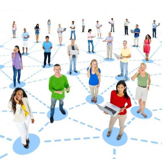 Γιατί τα οικουμενικά δίκτυα διόλου δεν θα χρησιμεύουν αποκλειστικά στη μετάδοση πληροφοριών με πρακτικά αξιοποιήσιμη γνωστική άξια. Πολύ γρήγορα θα μεταβληθούν σε καθρέφτες και ευρετήρια του φάσματος της κοινής γνώμης·