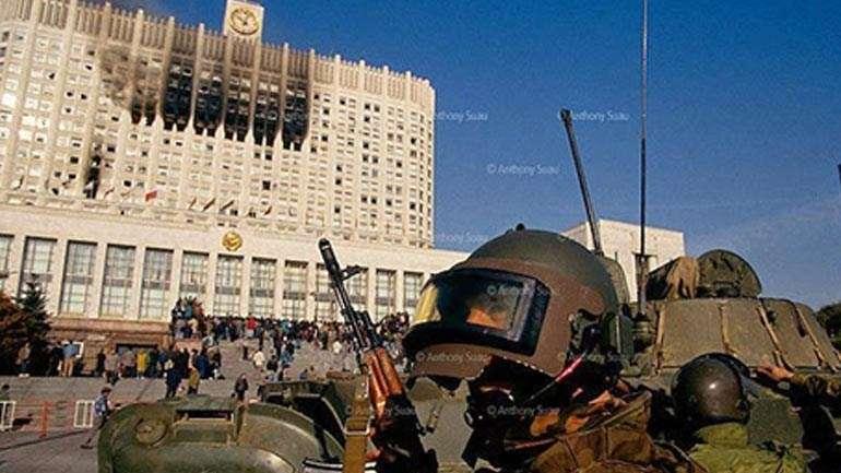 Το Ρωσικό κοινοβούλιο βομβαρδισμένο