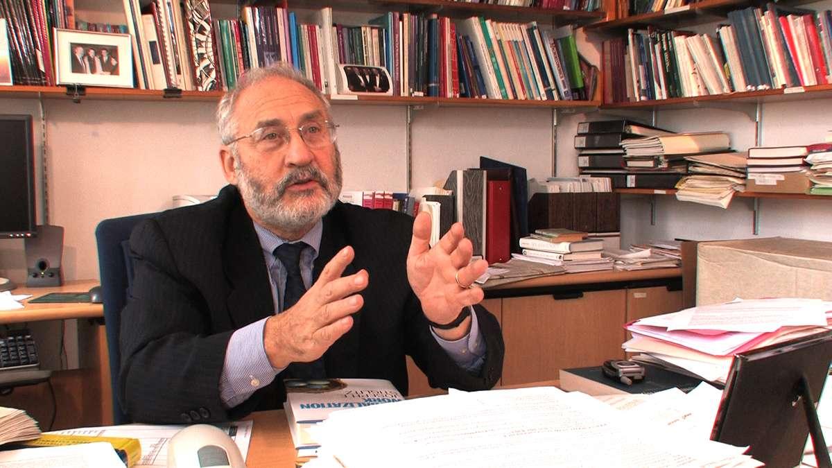 Ο Τζόζεφ Στίγκλιτς (αγγλ.: Joseph Eugene Stiglitz, γεν. 9 Φεβρουαρίου 1943) είναι Αμερικανός οικονομολόγος και καθηγητής στο Πανεπιστήμιο Κολούμπια