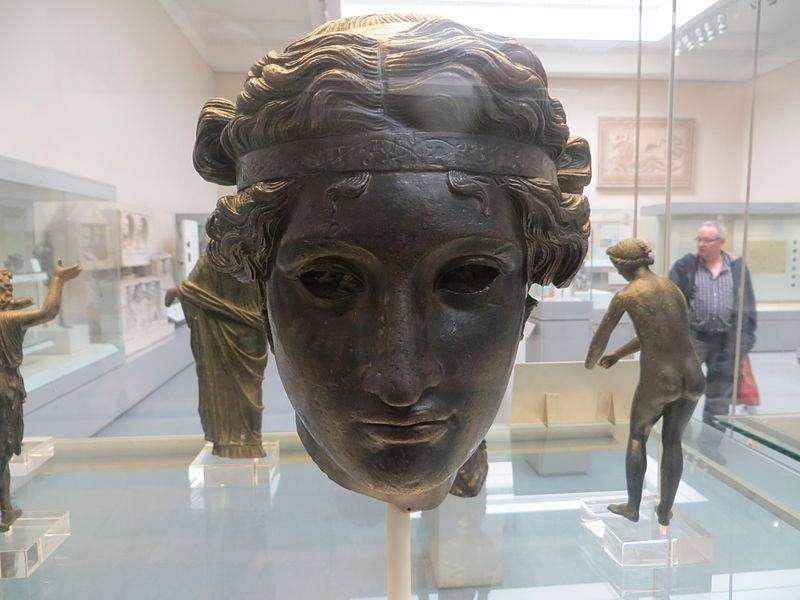Χάλκινο κεφάλι του Διονύσου. Βρετανικό Μουσείο (50 π.Χ. - 50 μ.Χ.).