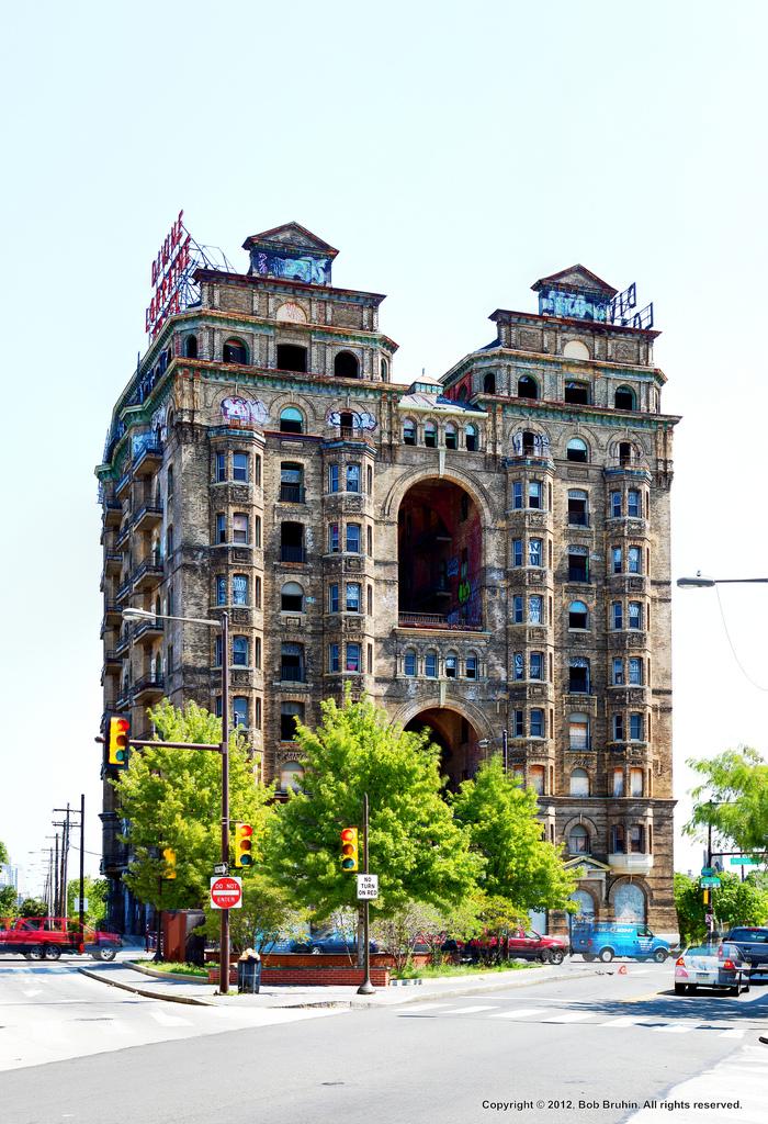 Philly Bricks: Hope for the Divine Lorraine...again