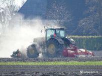 20200416_Tractor in het land
