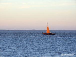 Zeilboot Waddenzee bij Lauwersoog
