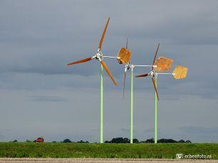 Windmolens bij boerderij