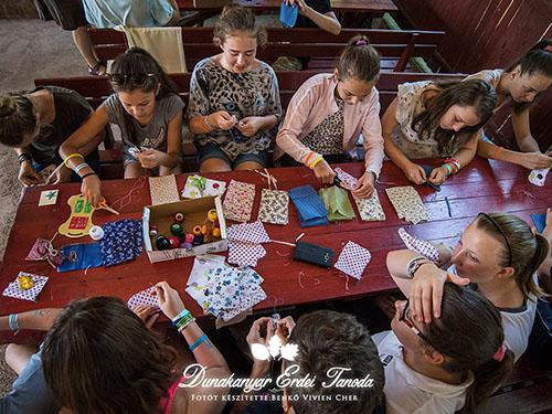 Kézműves foglalkozás Illatzsák varrása Erdei iskola