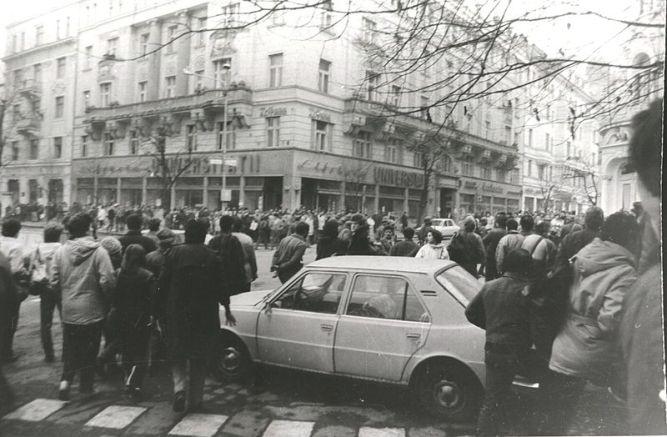 800px-PozeRevolutia1989clujByRazvanRotta02