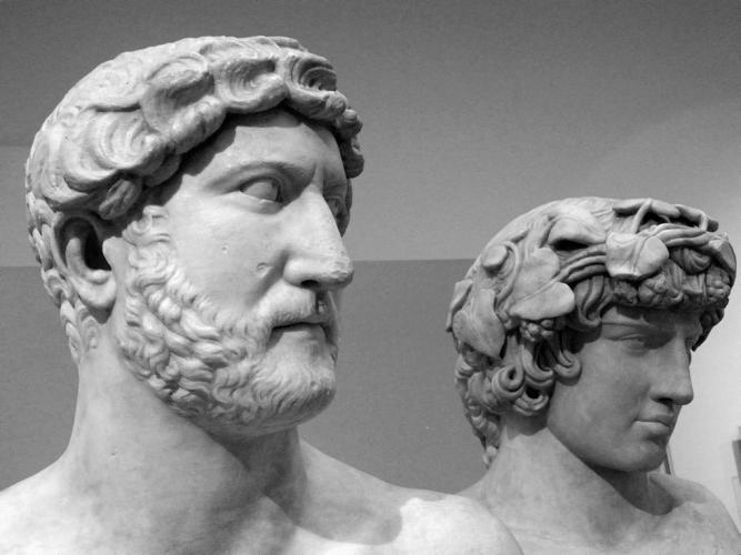 Hadrianus és Antinous mellszobra a British Museumból