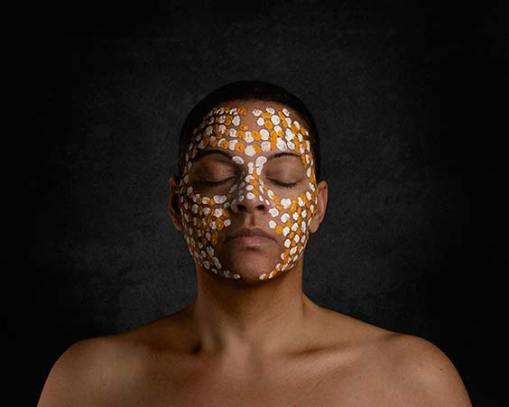 dark-woman-with-tribal-face-paint_DSC8653-564px