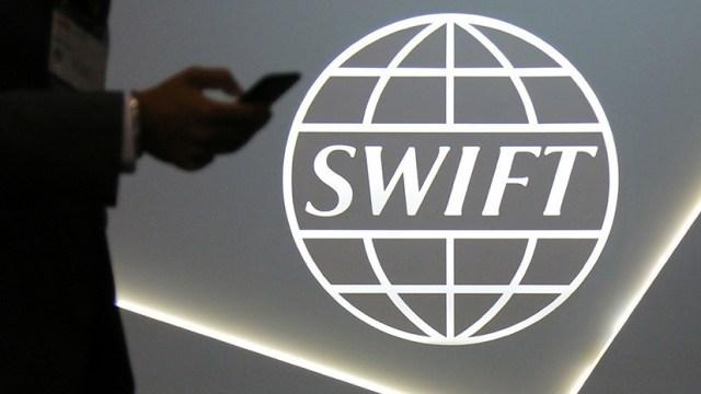 Международная система SWIFT проинформировала об отключении иранского Центробанка и других финансовых институтов