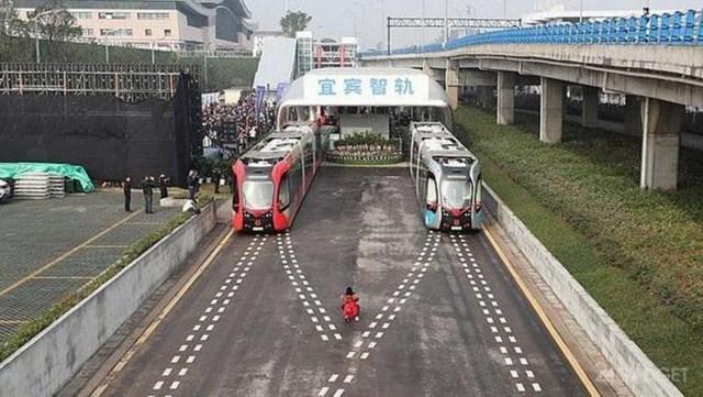Китай запустил трамваи без рельсов