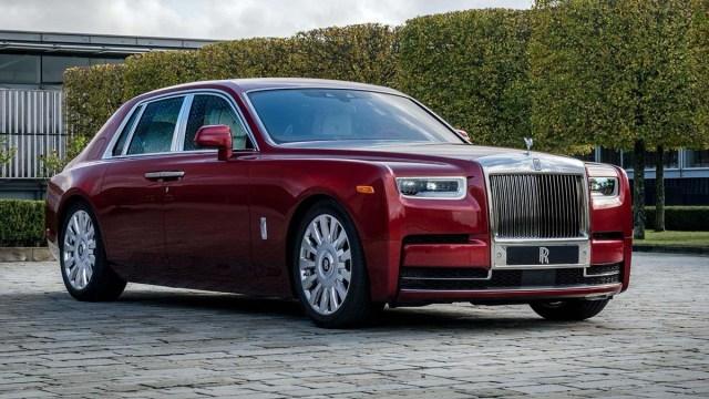 В России стали больше любить Rolls-Royce