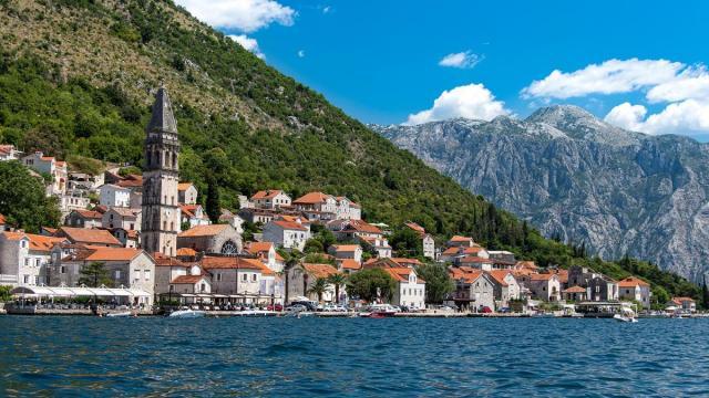 Десятки граждан пост-советских стран купили паспорта Черногории