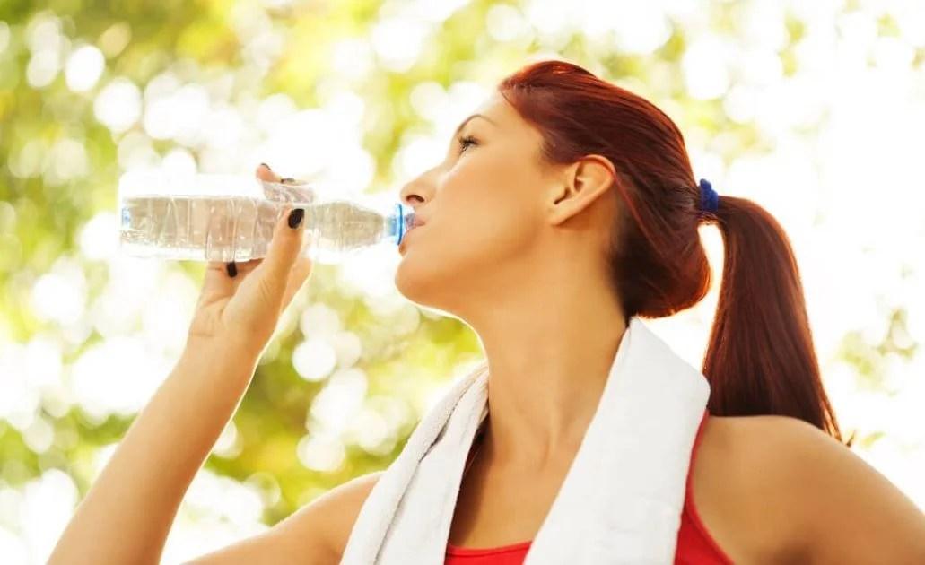 Tips para beber más agua durante el día.