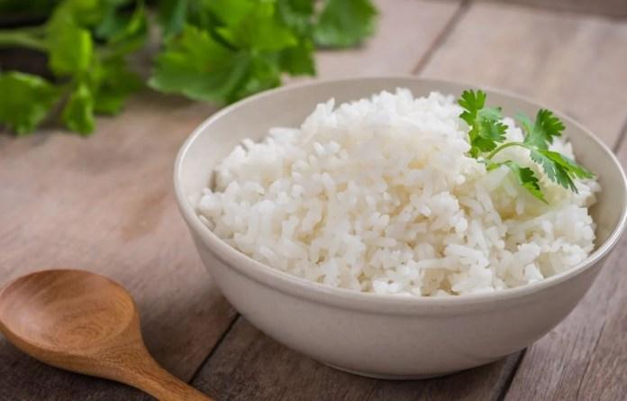 El almidón se encuentra presente en granos, vegetales, arroces, guisantes y otros alimentos.