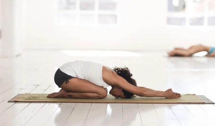 Posturas básicas en yoga para principiantes