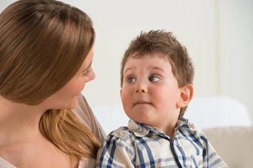Es importante elegir las palabras adecuadas para hablar con tu hijo.