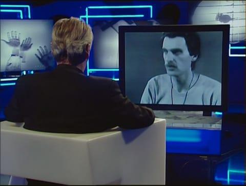 דליבור מרטינז 1978 מדבר עם דליבור מרטינז 2010 (פרט)