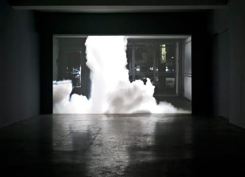 """אלונה רודה - """"כלבים נובחים לא נושכים"""", מראה הצבה בגלריה חזי כהן/ צילום: טל ניסים"""