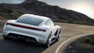 Porsche Mission E von hinten (Quelle: Porsche)
