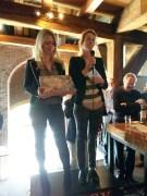 Barbara van Druten en Niki Koutouras presenteren het Leidsch Singelspel