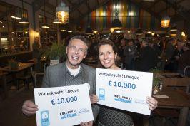 Geofort en Slot Loevestein met Waterkracht cheque (Yon Gloudemans)