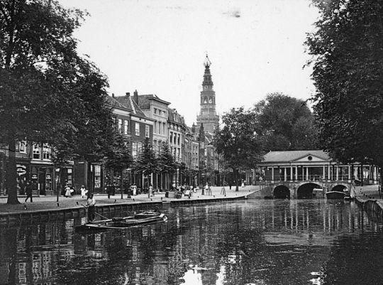 Stadsgezicht Leiden, geschenk Dr. J. Kalf
