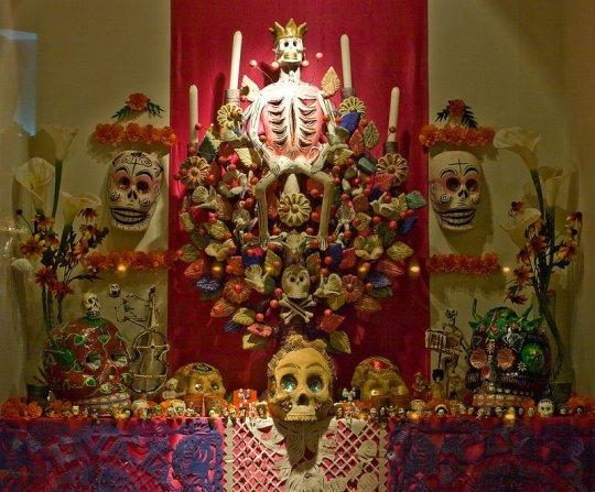 Allerzielen-altaar uit Mexico in het Tropenmuseum