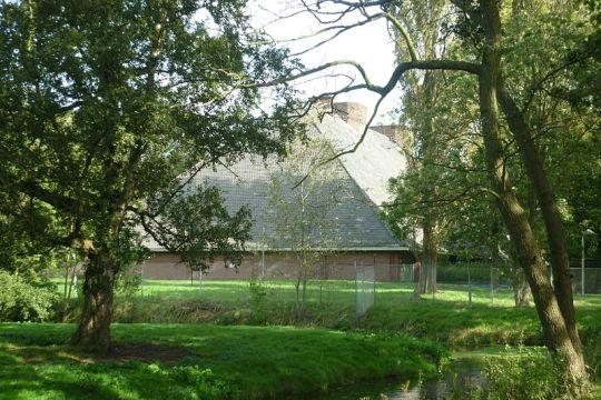 Zuidkant van de nazibunker in Wassenaar, ogenschijnlijk een boerderij
