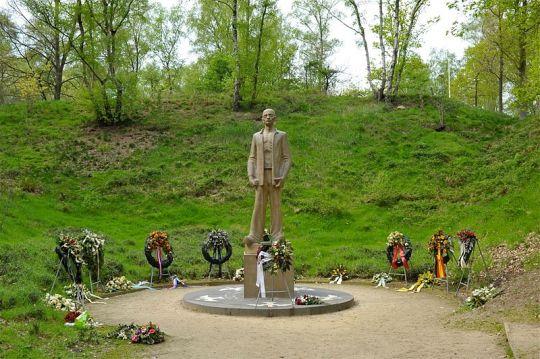 Nationaal Monument 'Gevangene voor het vuurpeleton' in Kamp Amersfoort