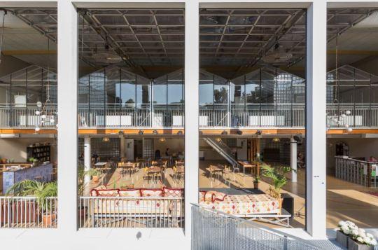 De Ru Paré-school in Amsterdam werd omgetoverd tot 'huiskamer van de wijk'
