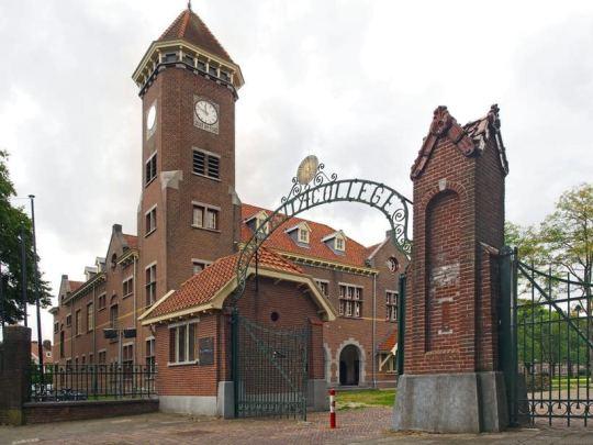 Entre oude Kromhoutkazerne, nu University College