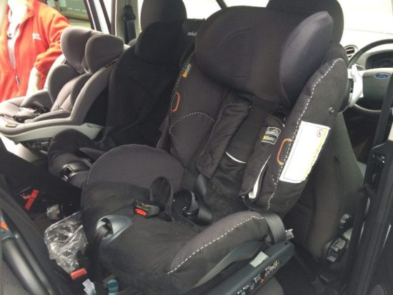 Ford S-Max. 1x BeSafe Izi Modular, 1x Axkid MiniKid and 1x BeSafe Izi Combi X3