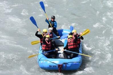 Das blaue Boot mit Dietmar, Sven, Bernadette, Reto und Martin und dem Bootsführer aus Tschechien