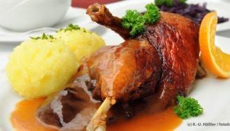 Weihnachtliches Entenmenu in einem historischen Restaurant (EVE16241)