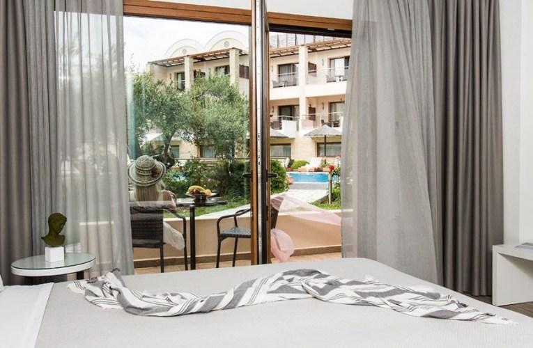 Πωλητήριο βάζουν πεντάστερα ξενοδοχεία λόγω πανδημίας στην Χαλκιδική